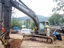 出售11年沃尔沃210挖机