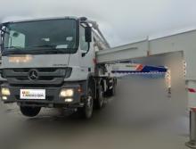 出售12年中联奔驰叉腿47米泵车