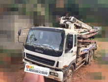 出售06年中联五十铃37米泵车