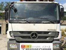 精品出售13年9月份出厂中联奔驰56米泵车