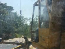 长江2002年8吨吊车