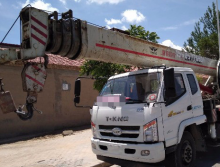 富康2016年8吨吊车
