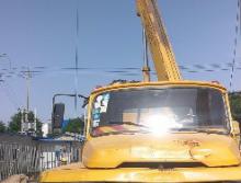 长江2006年8吨吊车