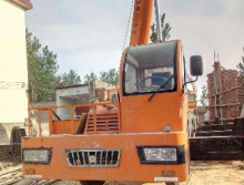 天龙体2017年12吨吊车