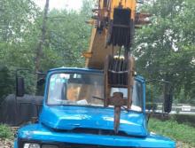 转让东岳2009年8吨吊车
