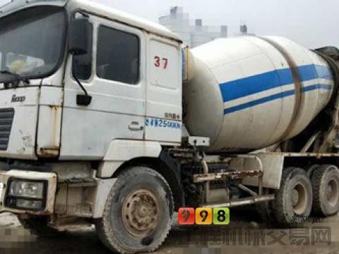低价出售11年8月陕汽德龙10方搅拌车(三桥5台)