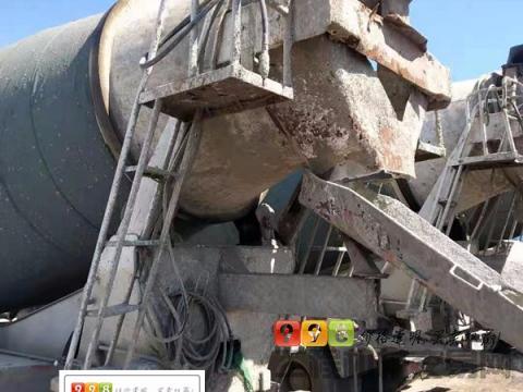 出售14年9月宏达豪沃大18方搅拌车(2台可拉20方)