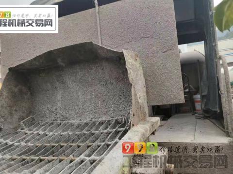 终端出售2018年11月中联东风底盘10022车载泵(国五)