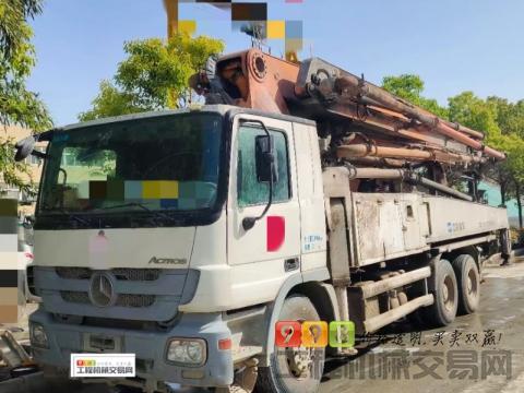 出售13年中联奔驰47米泵车(3桥叉腿)