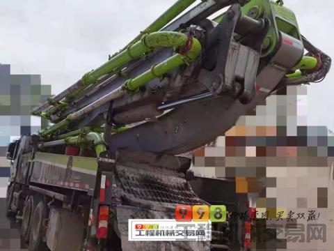 精品出售18年中联奔驰47米泵车