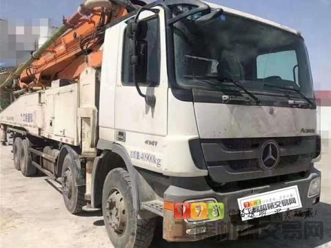 出售14年12月底中联奔驰底盘52米泵车