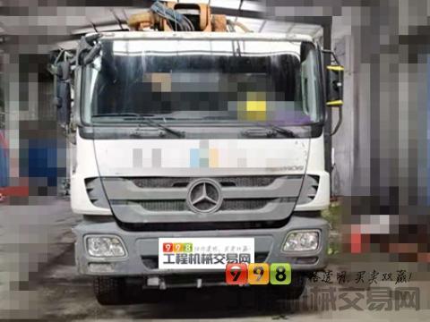 精品出售13年中联奔驰52米泵车