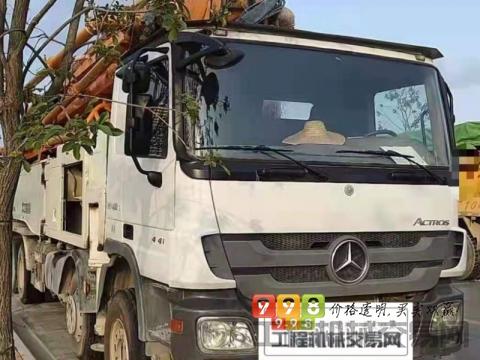 出售13年出厂中联奔驰叉腿56米泵车