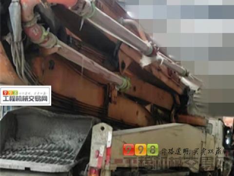 出售13年出厂中联奔驰52米泵车