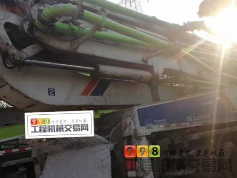出售2012年中联奔驰52米泵车